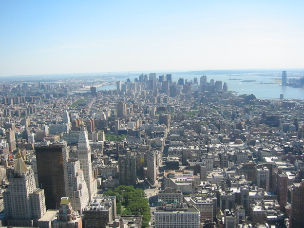 Downtown_New_York_City_from_the_Empire_State_Building_June_2004